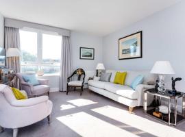 Hotel photo: Veeve - Chelsea Manor Gardens