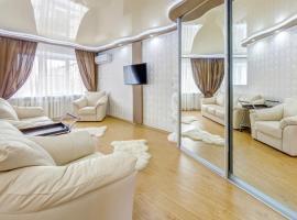 Hotelfotos: Апартаменты ИннХоум с джакузи у БД Спиридонов