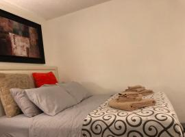 A picture of the hotel: Large studio near dtla