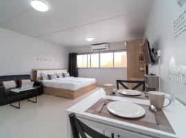 Hotel photo: Popular Condo Muangthong by Khun Eve