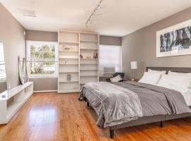 Hotel photo: 2 Bedroom in Beverly Hills, with Parking!