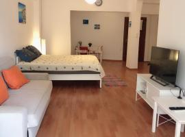 A picture of the hotel: Comfortable apartment in a safe area near the Acropolis