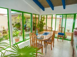 Hotel fotografie: Trendy house 50 meters from the beach