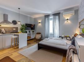 A picture of the hotel: Molo Longo - Central Apartments