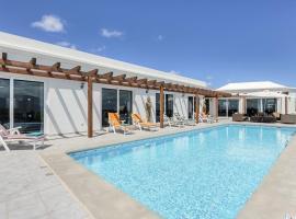 Hotel photo: Puerto Calero Villa Sleeps 8 Pool Air Con WiFi