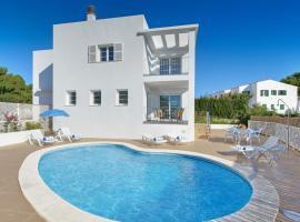 ホテル写真: Cala Galdana Villa Sleeps 8 Pool Air Con WiFi