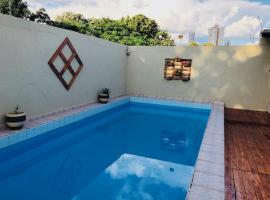 A picture of the hotel: Casa com piscina - bairro nobre