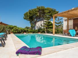 Hotel photo: Cala Morell Villa Sleeps 8 Pool WiFi