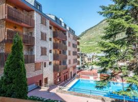 Hotel photo: HOMEnFUN Acogedores Apartamentos en Vielha