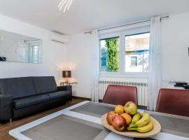 Hotel photo: Modern 2BDR Apartment in Old Town- BEST LOCATION