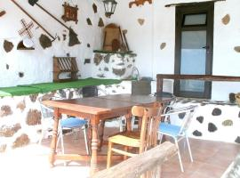 Hotel foto: house with 2 bedrooms in mancha blanca, with wonderful mountain view, furnish...