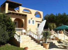 Фотография гостиницы: Cala Bassa Villa Sleeps 7 Pool Air Con WiFi