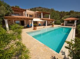 Hotel photo: Playa de Talamanca Villa Sleeps 8 Pool Air Con WiFi