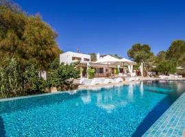 Hotel fotografie: Es Cubells Villa Sleeps 10 Pool WiFi