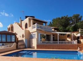 Hotel photo: Cala Tarida Villa Sleeps 12 Pool WiFi