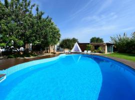 Hotel Photo: Ibiza Town Villa Sleeps 8 Pool Air Con WiFi