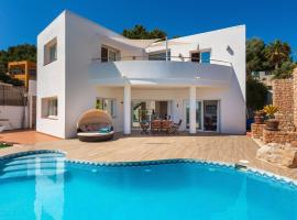 Hotel fotografie: Es Cana Villa Sleeps 8 Pool Air Con WiFi