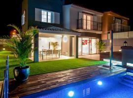 Hotel photo: Meloneras Villa Sleeps 8 Pool Air Con WiFi