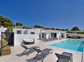 Фотография гостиницы: Cala Bassa Villa Sleeps 12 Pool Air Con WiFi