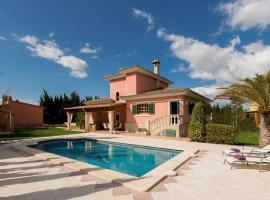 Fotos de Hotel: Biniali Villa Sleeps 8 Pool Air Con WiFi