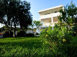 Hotel photo: Lokva Rogoznica Apartment Sleeps 6 Pool Air Con
