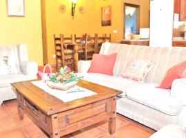 Hotel photo: house with 3 bedrooms in hornachuelos, with wonderful mountain view, pool acc...