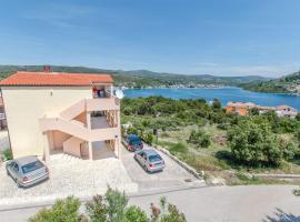 Hotel photo: Lokva Rogoznica Apartment Sleeps 6 Pool Air Con