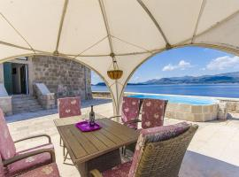 A picture of the hotel: Lapad Villa Sleeps 8 Pool WiFi