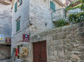 Hotel photo: Trogir Apartment Sleeps 5 Pool Air Con WiFi