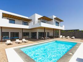 Hotel photo: Puerto Calero Villa Sleeps 10 Pool Air Con WiFi
