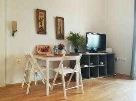 ホテル写真: Elegant apartment in Petralona, next to Filopappou