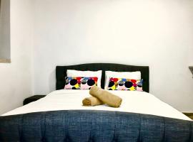 Hotel photo: Design & Cozy Suite in Prime Location