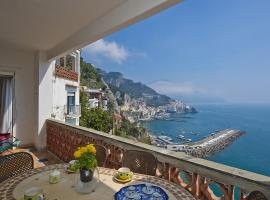 Hotel photo: Amalfi Apartment Sleeps 4 Air Con