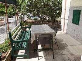 Hotel photo: Trogir Apartment Sleeps 4 Air Con