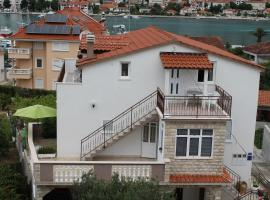 Hotel photo: Trogir Apartment Sleeps 5