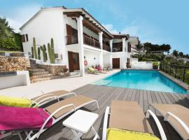 Hotel photo: Cala Galdana Villa Sleeps 7 Pool WiFi