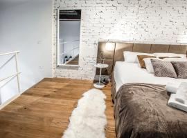 A picture of the hotel: Industrial Loft Venice R&R