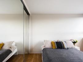 酒店照片: 2 Bedroom Battersea apartment with view
