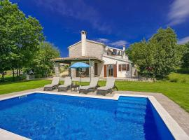 Hotel photo: Buzet Villa Sleeps 8 Pool Air Con WiFi