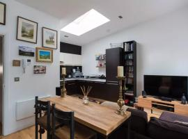 A picture of the hotel: Stunning 2 Bedroom Apartment
