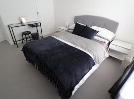 A picture of the hotel: Bright & Spacious 2-Bedroom Flat In Preston Park