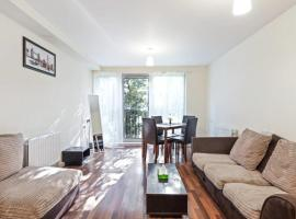 Hotel photo: Cosy 2 bedroom flat in Prince Regent, 3min to stn.