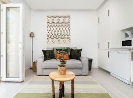 Хотел снимка: Botanical design w/ terrace for 2 in Uptown Area