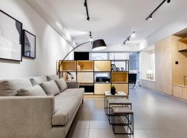 A picture of the hotel: Ermou str. Elegant 1BD Apartment - Black by UPSTREET