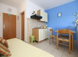 Hotel photo: Studio Apartment in Rogoznica with Balcony, Air Conditioning, Wi-Fi (4427-3)