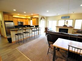 Hotel Photo: Beautiful East Vail 3 Bedroom Condo w/Hot Tub On shuttle Route.