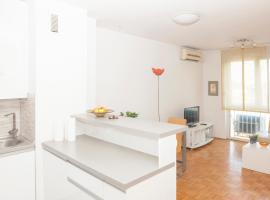 Hotel photo: Lovely and new apartment with free parking