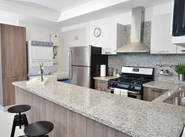 Hotel photo: ★★Luxury Condo Best Location Downtown★★