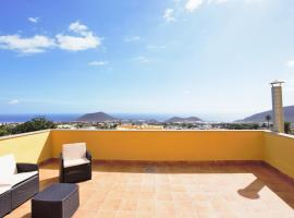 Hotel Photo: Fabulosos Attic with Ocean & Mountain Views