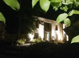 A picture of the hotel: Les Cimaises à Janvry